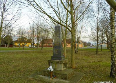 Bacsfa világháborús emlékmű 2014.12.21. küldő-Méri (3)