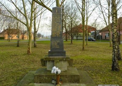 Bacsfa világháborús emlékmű 2014.12.21. küldő-Méri