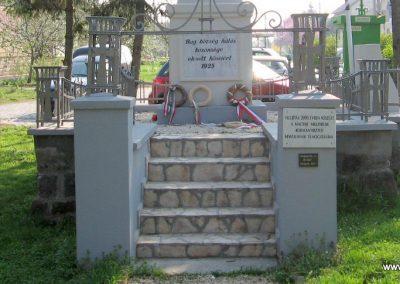 Bag Hősi emlékmű 2009.04.10. küldő-kalyhas (2)