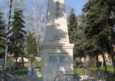 Bag Hősi emlékmű 2009.04.10. küldő-kalyhas (6)