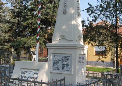 Bag Hősi emlékmű 2009.04.10. küldő-kalyhas (9)