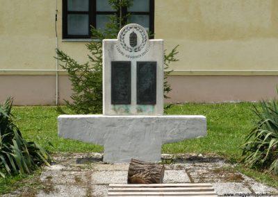 Baglad világháborús emlékmű 2010.08.13. küldő-Sümec (1)