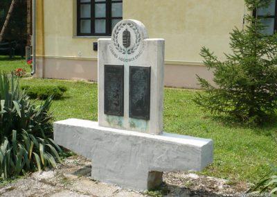 Baglad világháborús emlékmű 2010.08.13. küldő-Sümec (7)