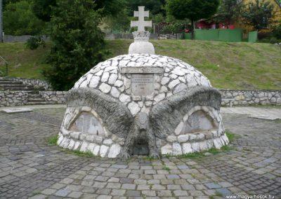 Bajót világháborús emlékmű 2010.06.26. küldő-Sümec (1)