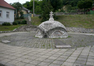 Bajót világháborús emlékmű 2010.06.26. küldő-Sümec (11)