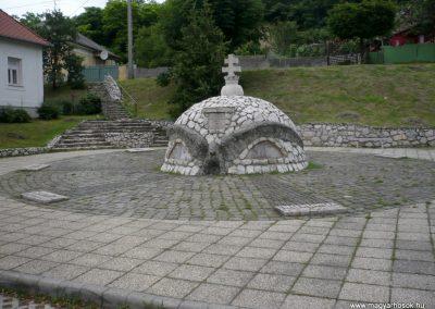 Bajót világháborús emlékmű 2010.06.26. küldő-Sümec