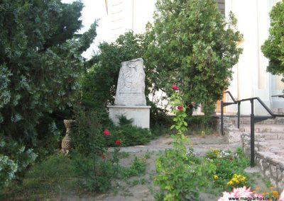 Baj II.vh emlékmű 2008.07.02.küldő-Kályhás