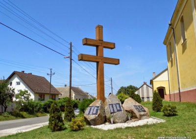 Baja, Dózsa György út, világháborús emlékmű 2014.07.12. küldő-Méri