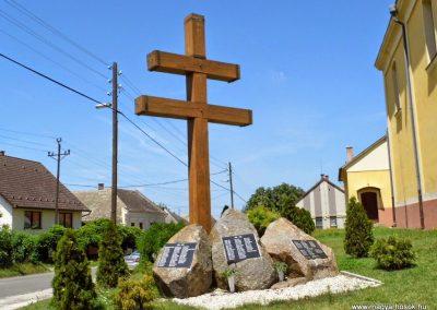 Baja, Dózsa György út, világháborús emlékmű 2014.07.12. küldő-Méri (7)