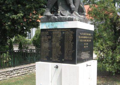 Bajna világháborús emlékmű 2008.07.02. küldő-kalyhas (3)