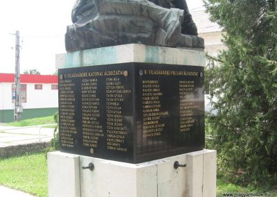 Bajna világháborús emlékmű 2008.07.02. küldő-kalyhas (5)