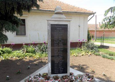 Bakonszeg világháborús emlékmű 2018.05.26. küldő-Bóta Sándor (1)