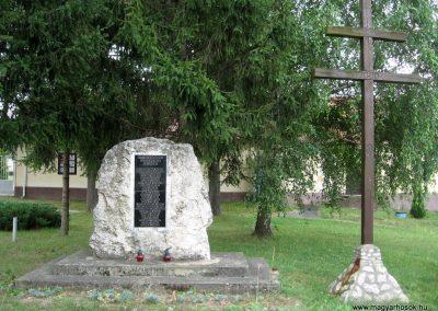 Bakonygyirót II.vh emlékmű 2010.07.21. küldő-kalyhas (1)