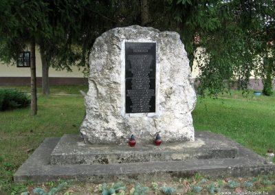 Bakonygyirót II.vh emlékmű 2010.07.21. küldő-kalyhas (2)