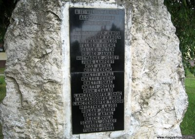 Bakonygyirót II.vh emlékmű 2010.07.21. küldő-kalyhas (3)