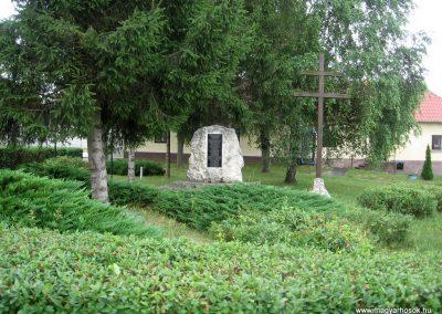 Bakonygyirót II.vh emlékmű 2010.07.21. küldő-kalyhas