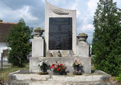 Bakonykoppány világháborús emlékmű 2010.07.21. küldő-kalyhas (3)