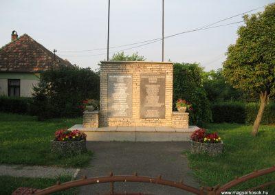 Bakonypéterd világháborús emlékmű 2010.07.23.küldő-kalyhas (1)