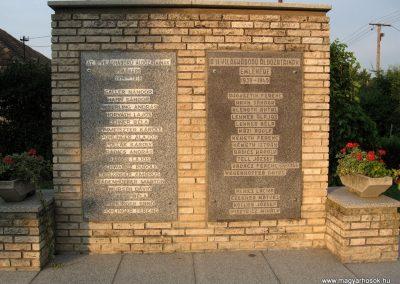 Bakonypéterd világháborús emlékmű 2010.07.23.küldő-kalyhas (2)