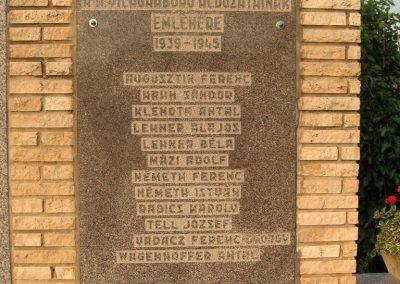 Bakonypéterd világháborús emlékmű 2010.07.23.küldő-kalyhas (4)