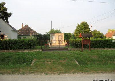 Bakonypéterd világháborús emlékmű 2010.07.23.küldő-kalyhas