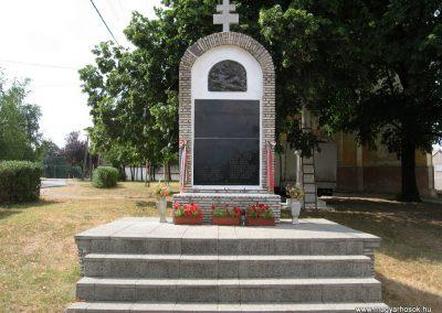 Bakonyszűcs világháborús emlékmű 2010.07.21. küldő-kalyhas (1)