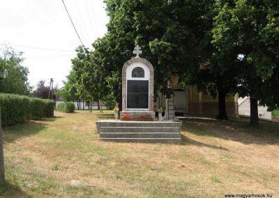 Bakonyszűcs világháborús emlékmű 2010.07.21. küldő-kalyhas