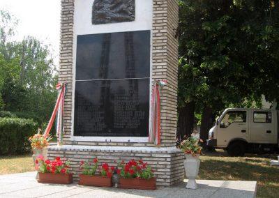 Bakonyszűcs világháborús emlékmű 2010.07.21. küldő-kalyhas (6)