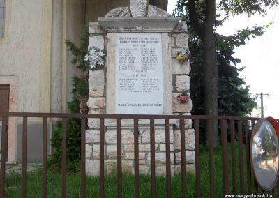 Bakonyszentkirály világháborús emlékmű 2010.07.21. küldő-kalyhas (1)