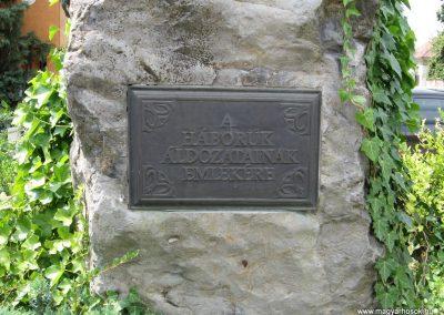 Bakonyszentlászló világháborús emlékmű 2010.07.21. küldő-kalyhas (3)