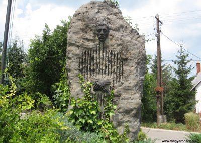 Bakonyszentlászló világháborús emlékmű 2010.07.21. küldő-kalyhas (4)