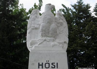 Bakonytamási hősi emlékmű 2010.07.21. küldő-kalyhas (2)