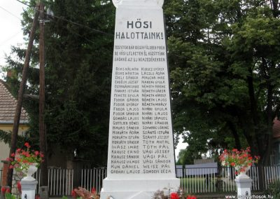 Bakonytamási hősi emlékmű 2010.07.21. küldő-kalyhas (3)