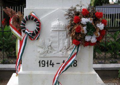 Bakonytamási hősi emlékmű 2010.07.21. küldő-kalyhas (4)