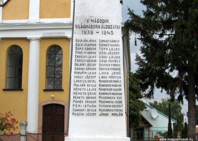 Bakonytamási hősi emlékmű 2010.07.21. küldő-kalyhas (6)