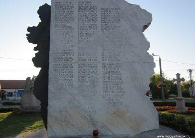 Balástya I.vh és II.vh emlékművek 2011.08.21. küldő-kalyhas (16)