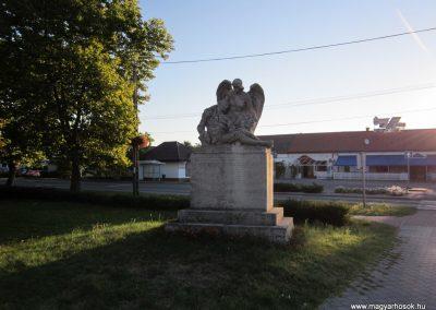 Balástya I.vh és II.vh emlékművek 2011.08.21. küldő-kalyhas (2)