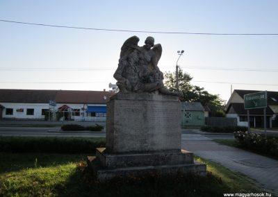 Balástya I.vh és II.vh emlékművek 2011.08.21. küldő-kalyhas (3)