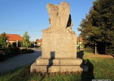 Balástya I.vh és II.vh emlékművek 2011.08.21. küldő-kalyhas (8)