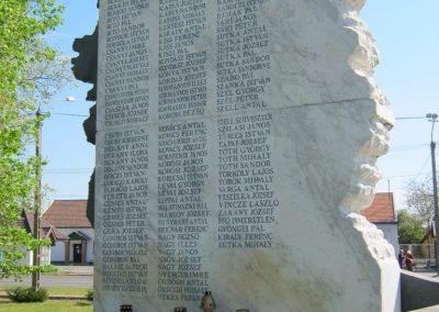 Balástya II. világháborús emlékmű - felújítás után 2014.04.21. küldő-Emese (4)