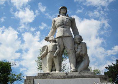 Balassagyarmat honvéd hősi emlékmű 2012.07.11. küldő-kalyhas (2)