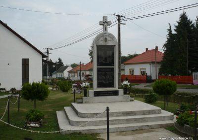 Balatonújlak világháborús emlékmű 2009.09.17. küldő-Sümec