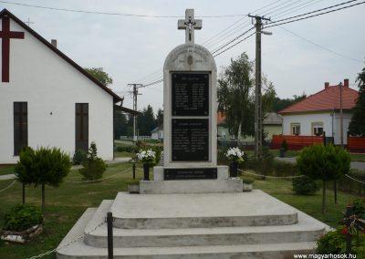 Balatonújlak világháborús emlékmű 2009.09.17. küldő-Sümec (6)