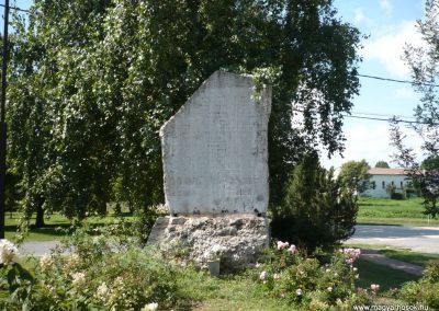 Balatonőszöd világháborús emlékmű 2010.08.29 küldő-Sümec
