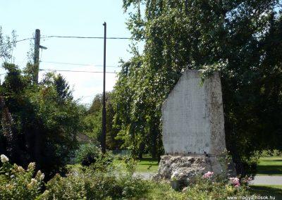 Balatonőszöd világháborús emlékmű 2010.08.29 küldő-Sümec (5)