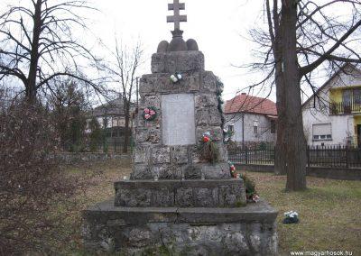 Balaton világháborús emlékmű 2008.01.27.küldő-Kályhás (2)