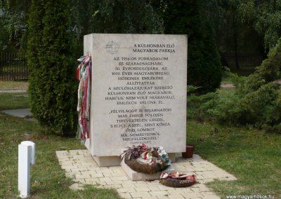 Balatonberény hősi emlékmű 2009.09.14. küldő-Sümec (1)