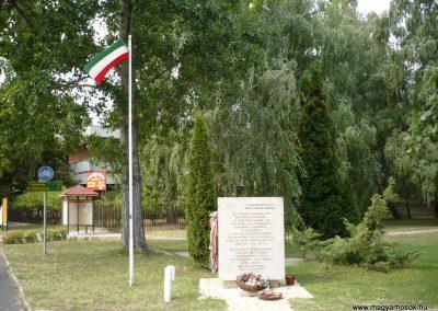 Balatonberény hősi emlékmű 2009.09.14. küldő-Sümec