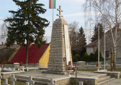Balatonederics világháborús emlékmű 2009.03.03.küldő-Magyar Benigna