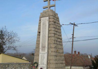 Balatonederics világháborús emlékmű 2009.03.03.küldő-Magyar Benigna (7)